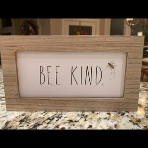 NEW Rae Dunn 'Bee Kind' - Size 9 1/2 X 6